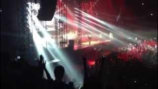 VAN HALEN 2013/6/26 大阪公演のオープニングです。 ドームとちょっと始...