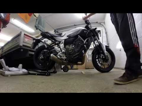 yamaha mt 07 akrapovic exhaust sound test ride s y7r1. Black Bedroom Furniture Sets. Home Design Ideas