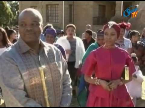 HIS MAJESTY KING LETSIE 111 PRESENTED HIS MAJESTY KING MSWATI 111