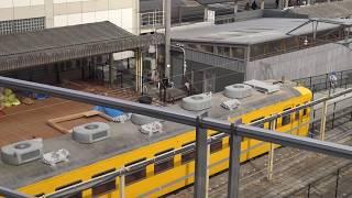 しなの鉄道軽井沢駅に展示されている165系が黄色い塗装に変更