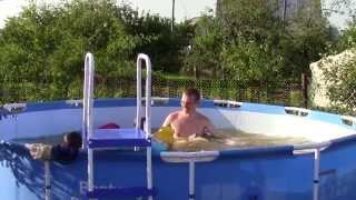 Каркасный бассейн BESTWAY. Установка, купание и отдых.(Установили бассейн на даче, вся семья довольна, особенно дети. Вода только идёт из труб грязная с песком...., 2015-07-22T15:28:14.000Z)