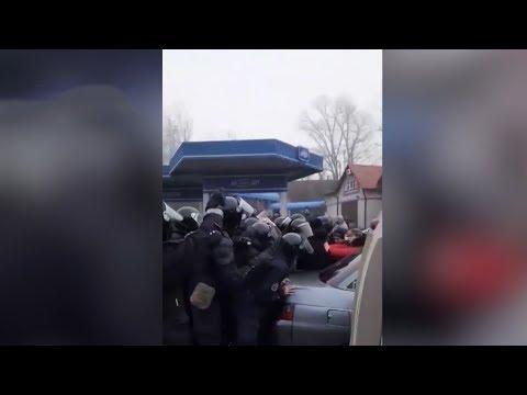 Украинцы подрались с прилетевшими из Ухани украинцами, боясь заразиться