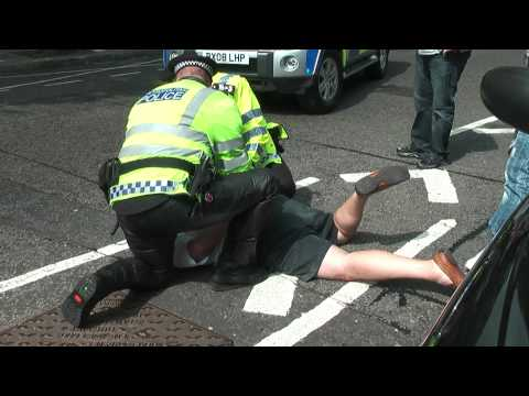 London Taxi Black Cab demo 26th May 2010, DRIVER ARRESTED! (1080HD)