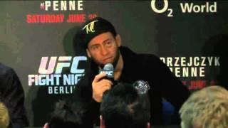 Майрбек Тайсумов отвечает на вопросы Берлин UFC 2015