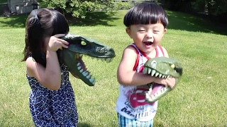 Jurassic World Chomping Velociraptor Dinosaur Toy Review