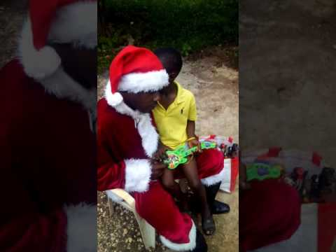 Mannequin challenge Jamaican Santa Claus