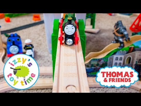 Thomas and Friends | Mom and Bubs Build a Thomas Train Track with Brio KidKraft | Toy Trains 4 Kids