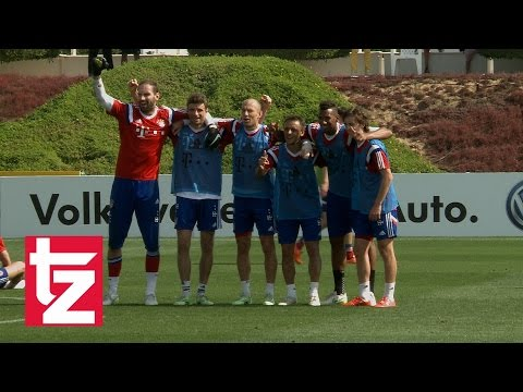 FC Bayern in Doha - Training an Tag 8 - Boateng marschiert durch - Siegerteam fordert Foto