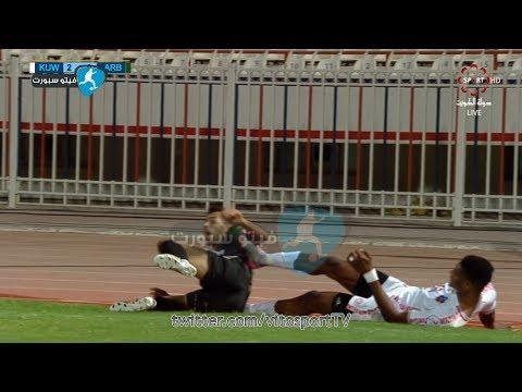 13-10-2017 - لاعب نادي الكويت جمعة سعيد يضرب لاعب العربي محمد فريح بدون كرة | HD