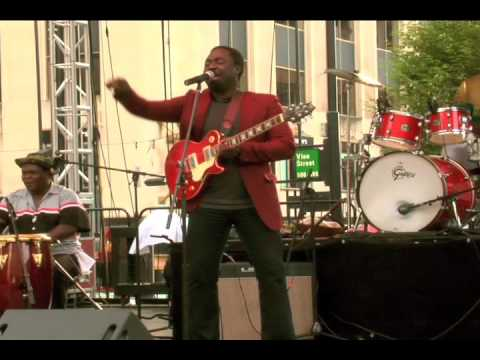 kunle kuti at the Fountain Square 01
