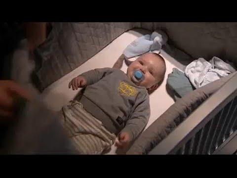Власти Греции увеличили пособие по рождению ребенка