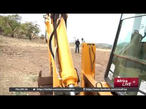 3996 economics CCTV Afrique Zimbabwe lifts ban on raw chrome exports to boost mining sector
