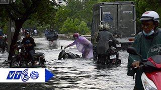 Người Sài Gòn bì bõm sau mưa lớn | VTC