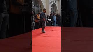 طفل صغير يرقص في مدينة الثقافة ويبهر جميع الحاضرين مع حضور الوزير