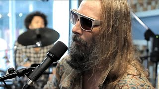 "Sebastien Tellier's Red Bull Session : ""L'adulte"" - ""Cochon Ville"""