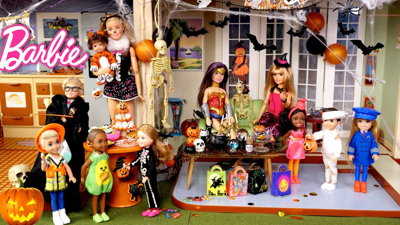 Download Barbie Doll Family Throw a Halloween Party
