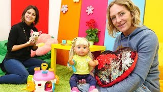 Ayşe, bebek Gül ve Loli büyük teyzeye gidiyorlar! Bebek bakma oyunu!