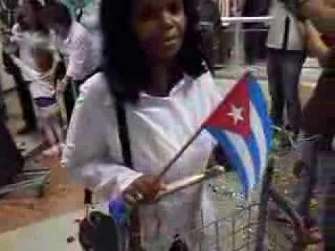 Vídeo com a chegada dos médicos cubanos em Salvador (Bahia)