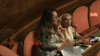 Vaccini, Lorenzin lascia il Senato mentre parla Taverna: