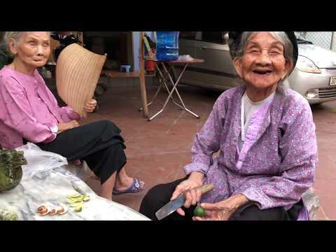 Đi 1000Km ra Hà Nội Để Ăn Món Này và Nghe Kể Chuyện Về Làng Cổ Đường Lâm | DEGO TV