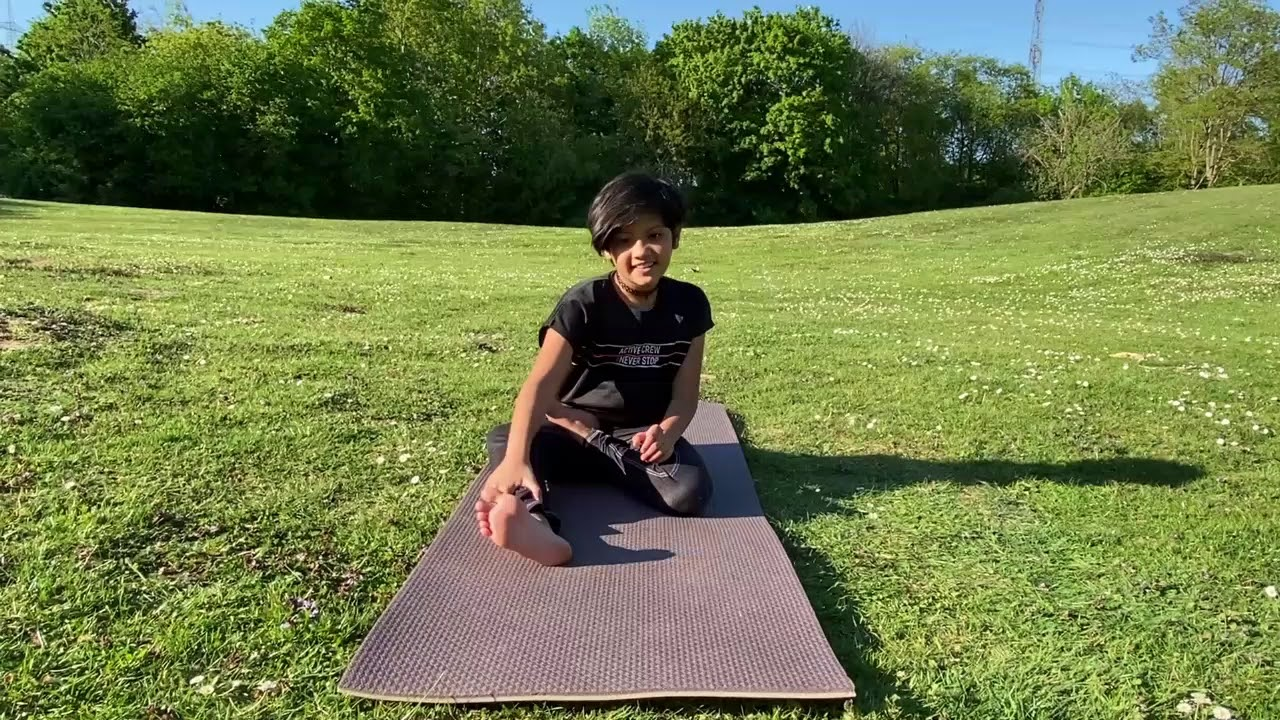 Padmasana, The Yoga Lotus Posture for Meditation - YouTube