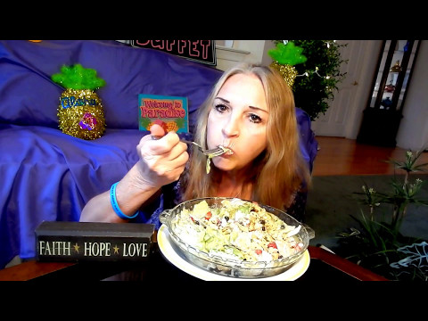 MUKBANG A SCRUM DELICIOUS  PROTEIN SALAD  WITH A  HOMEMADE HEALTHY RANCH DRESSING HUNGRY MAMA MI'