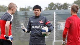 Ринат Дасаев тренирует юных спартаковских вратарей
