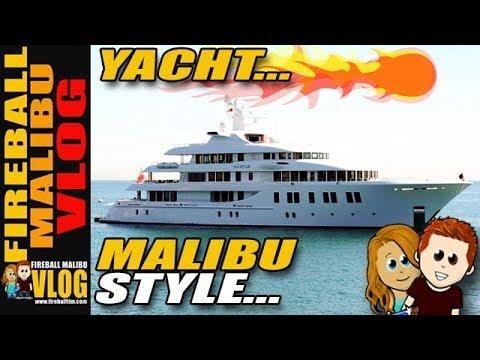 MASSIVE LUXURY YACHT PULLS INTO MALIBU - FIREBALL MALIBU VLOG 689