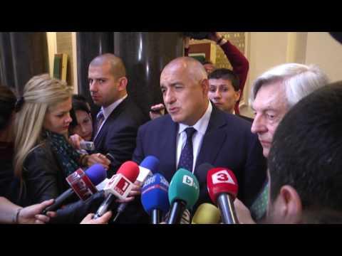 """Бойко Борисов: В най-сложния момент за Европа България ще бъде център. В шестте месеца на председателството ни на Съвета на ЕС ще се водят най-тежките преговори за """"Брекзит"""". Стабилността, спокойствието, разумът, отговорността пред Европа минава през България. Надявам се парламентът и политическите партии да съзнават изключително важната ни роля в такъв момент и да проявят политическа отговорност. С британския евродепутат и политик Джефри ван Орден, който беше докладчик за напредъка на страната ни по пътя към членство в ЕС, обсъдихме двустранните ни отношения след излизането на Великобритания от Съюза. И двамата сме единодушни, че правата и на българите, живеещи на Острова, и на британците у нас, трябва да бъдат защитени и ще работим в тази посока."""