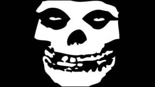 Misfits - Skulls (Lyrics)