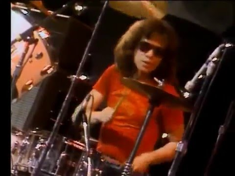 RAMONES LIVE 1977 - Judy is a Punk