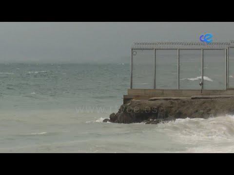 Al menos 12 marroquíes han conseguido cruzar a nado a Ceuta, burlando el espigón del Tarajal