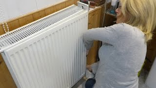 Jan shows how t๐ remove radiator covers to clean the dust out.