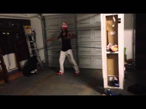 Three Six Mafia Ft. Ludacris - Dis Bitch Dat Hoe (Jookin Video)