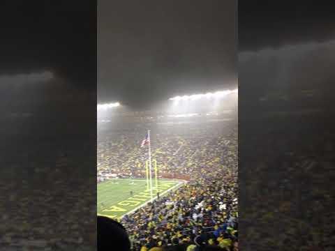 "Michigan Stadium singing ""Sweet Caroline"" by Neil Diamond (Volume Up)"