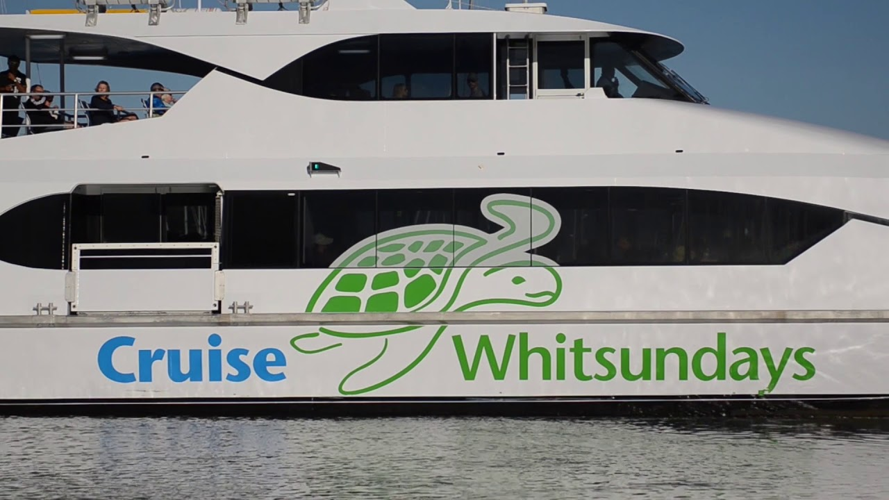 Cruise Whitsundays | Whitsundays Outer Great Barrier Reef Day Tour |  Experience Oz