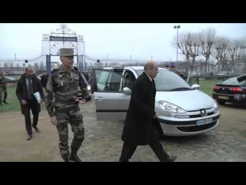 Visite de monsieur Jean-Yves le Drian, ministre de la Défense  au  2e régiment de dragon et aux é