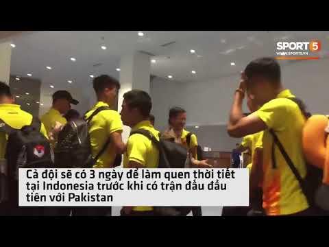 Cận cảnh U23 Việt Nam trên máy bay đáp xuống Indonesia