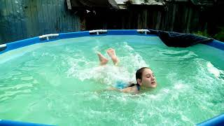 Жарим тунца на костре/купаемся в бассейне/огурцы растут.