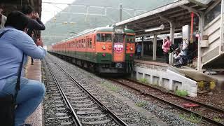 しなの鉄道 115系 急行115系(S16 3B+S3 臨時急行列車6B)9645M   戸倉駅到着