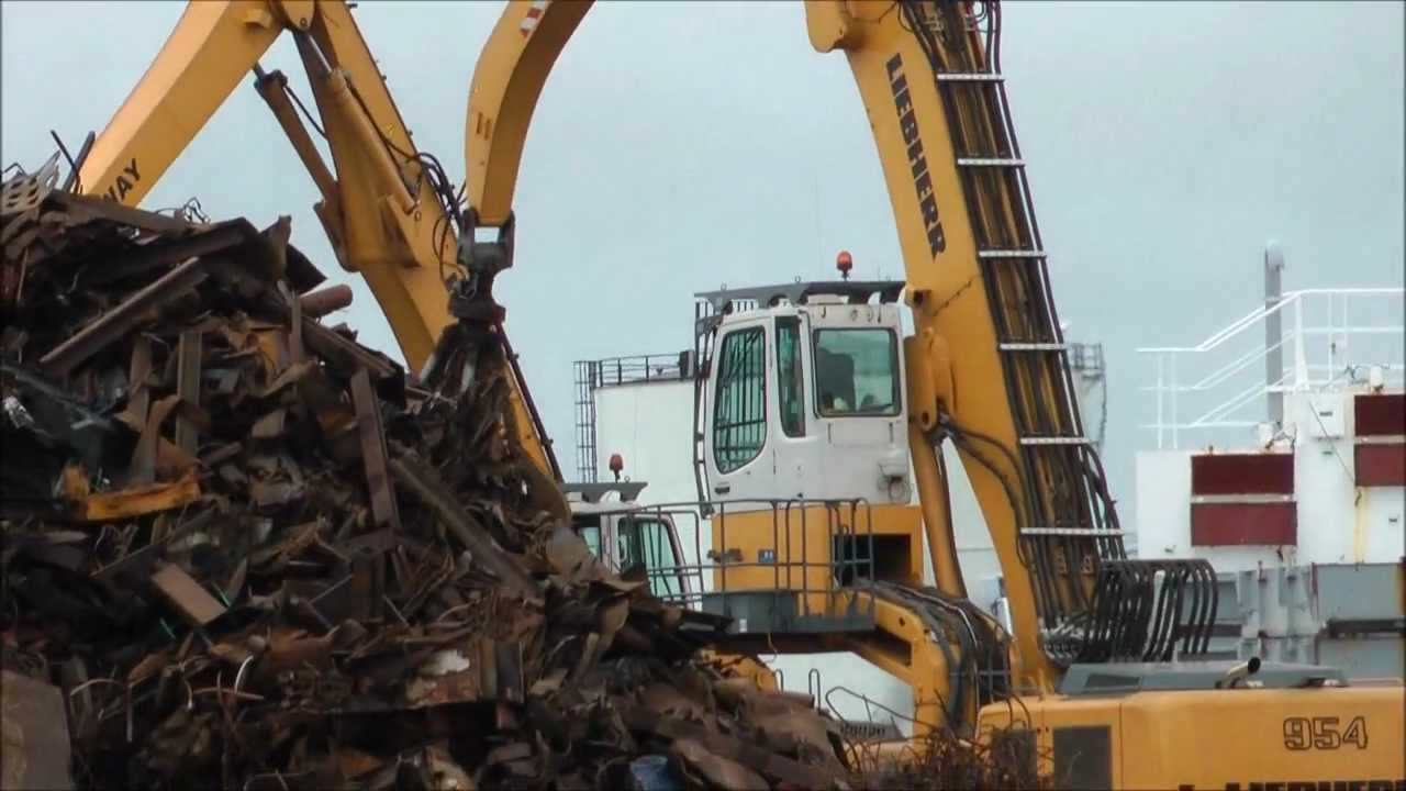 Liebherr 954 Excavator Loading Ship With Scrap Metal Youtube