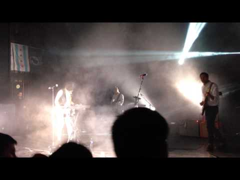 Phantogram - When I'm Small @Riviear Theatre, Chicago April 10, 2014