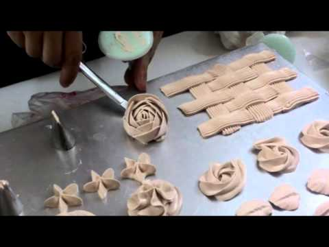 Cách trang trí bánh gato cơ bản, bắt hoa, trộn màu kem