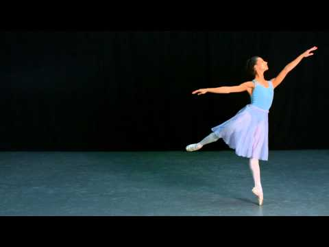 Frederick Ashton's The Fred Step in slow motion (The Royal Ballet)