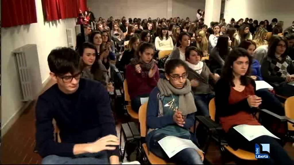 Liceo Colombini, premiati gli studenti più brillanti. Oggi scuola aperta tutto il giorno