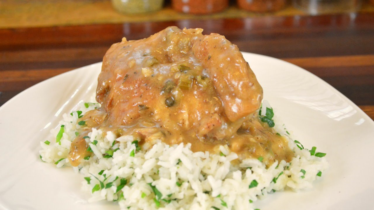 SOUTHERN STYLE SMOTHERED CHICKEN -Crock Pot Recipe |Cooking With Carolyn