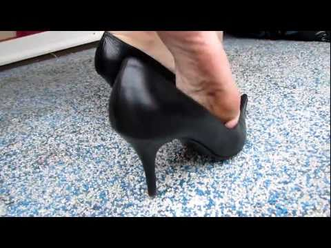shoeplay /dangling with my heels and take my black nylon off