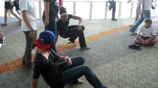 B-girl battle (beginners)
