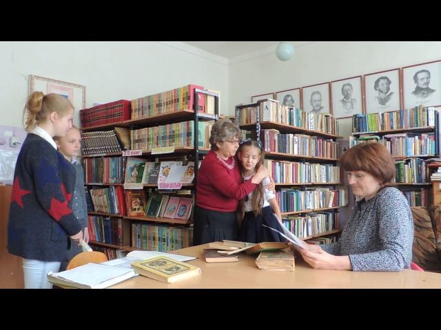 Изображение предпросмотра прочтения – СветланаСбродова читает отрывок изпроизведения «Динка» В.А.Осеевой