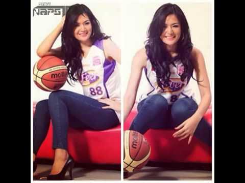 WoW!! Maria Selena Pake Baju Transparan Saat Main Basket ...